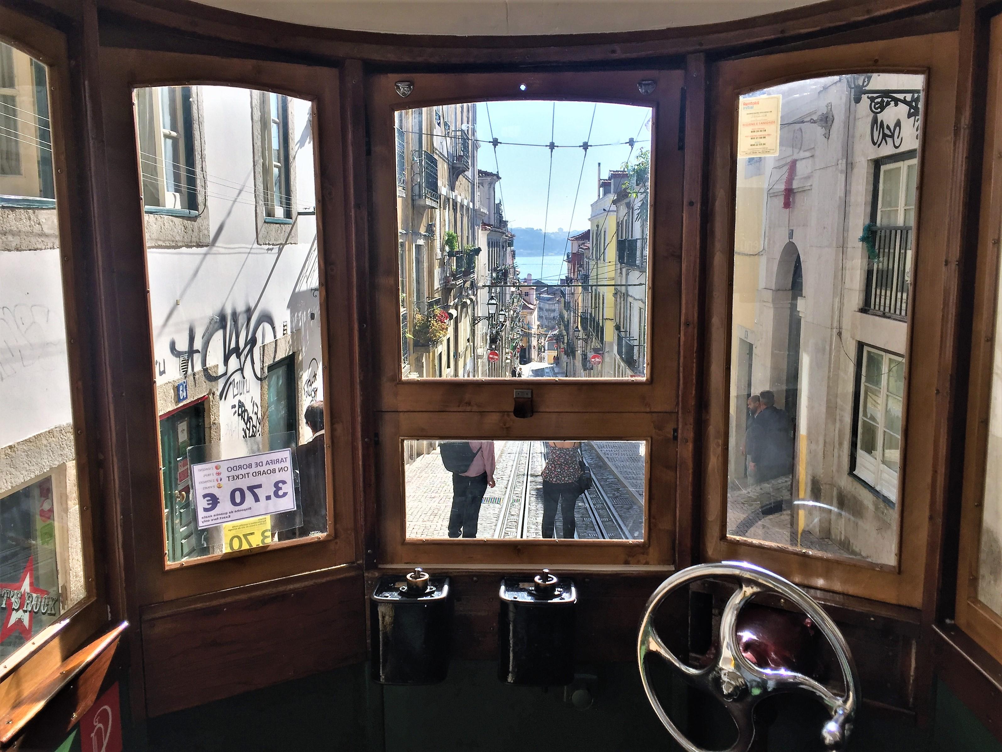 Lisbon elevador da Bica 2